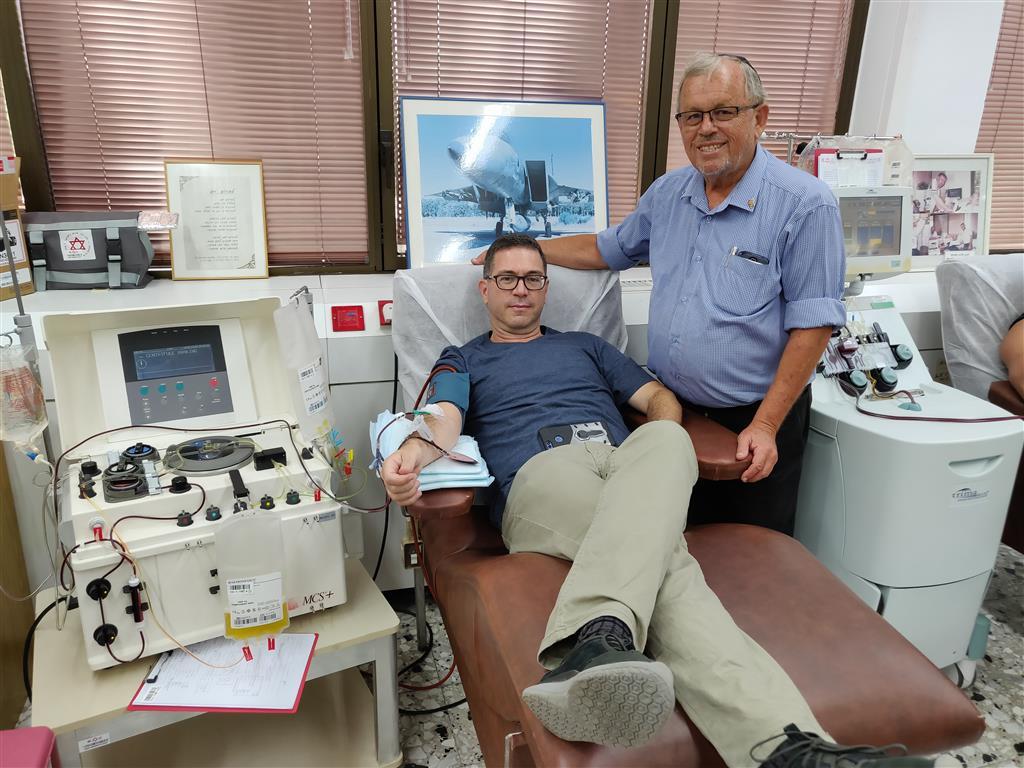 Moshe Gelernter et un donneur de longue date à la banque de sang chez Tel Hashomer chez 3 / 8 / 2018