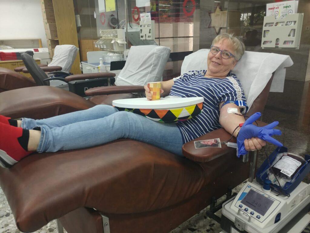 Rina Bar-Or, die Direktorin des Fundraising-Raums und der Präzisionsabteilung der Blutversorgung in Tel Hashomer, spendete am 11/2019