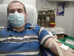 משה לינדנר תרם דם בכיכר המייסדים בפתח תקווה ב- 31/01/2021