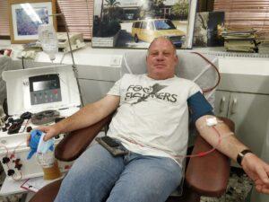 """אבי שטיין, חבר הנהלת הארגון, הגיע לתרום פלסמה לחולי קורונה במרכז שירותי הדם בתה""""ש, 19/03/2021"""