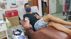 """עומרי בורג תרם דם במרכז שירותי הדם של מד""""א בתה""""ש ב- 19/8/2021"""